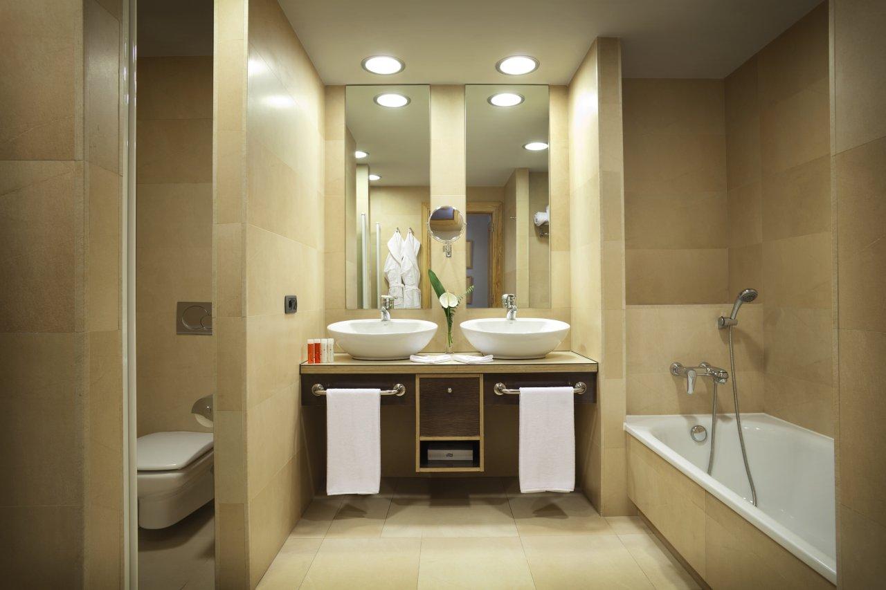 Baño De Lujo Moderno:Hotel Room Bathroom